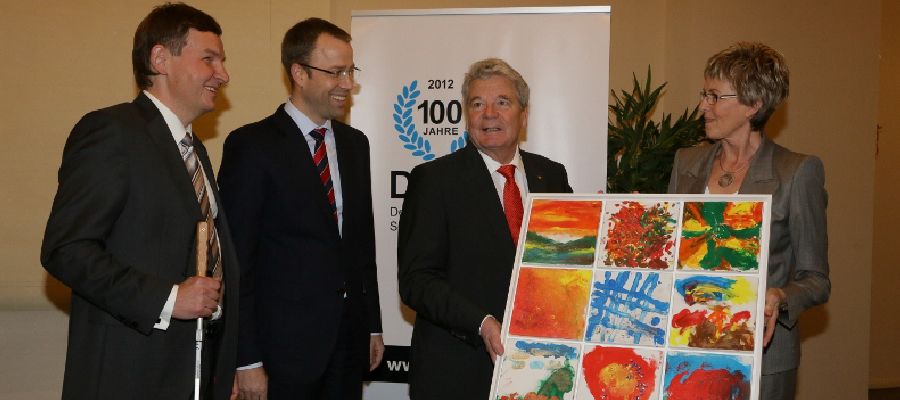 Der Deutsche Blinden- und Sehbehindertenverband (DBSV) feierte heute mit einem Festakt sein hundertjähriges Bestehen.