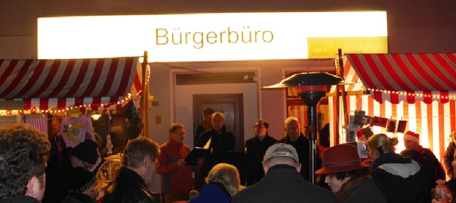 Auf dem Weg zu einer guten Tradition fand auch am 15. Dezember 2012 zum Ausklang des Jahres unser kleiner Adventsmarkt in der Fritz-Reuter-Straße statt.
