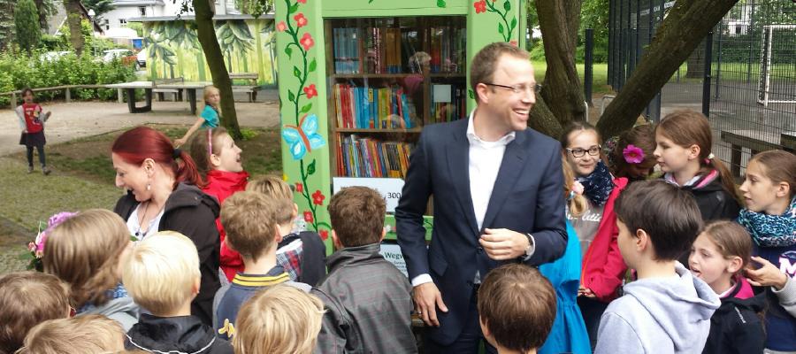 Erster öffentlicher Bücherschrank in Kaulsdorf und Mahlsdorf wurde am 01.06.2015 zum Kindertag mit einem großen Fest auf dem Wilhelmplatz eröffnet.