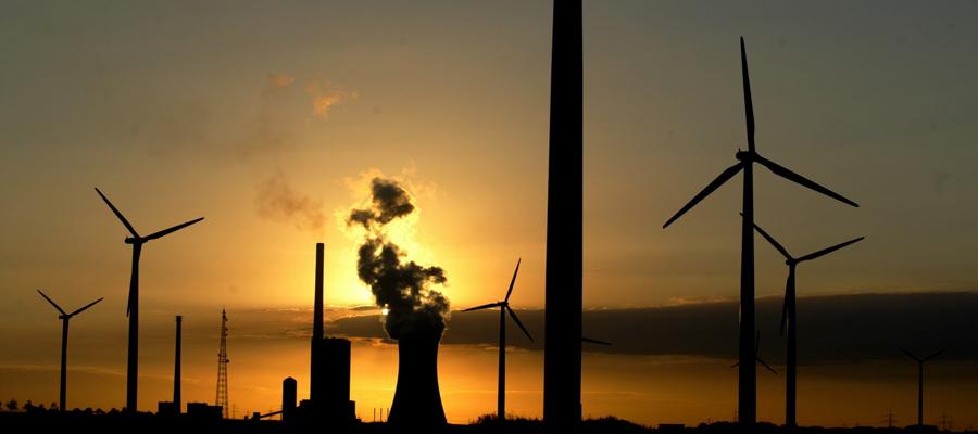 Zu Recht ist der Klimaschutz heutzutage ein Thema von hoher gesellschaftlicher Relevanz. Klimaschutz geht uns alle an. Hier sind essentielle Fragen des Zusammenlebens für unsere und kommende Generationen betroffen. Eine kluge Klimaschutzpolitik ist dabei der Schlüssel zum Erfolg. Nicht ideologische Vorgaben, sondern pragmatische Vorschläge helfen uns weiter. Eine vernünftige Klimaschutzpolitik muß vorausschauend, verständlich und verbindlich sein.