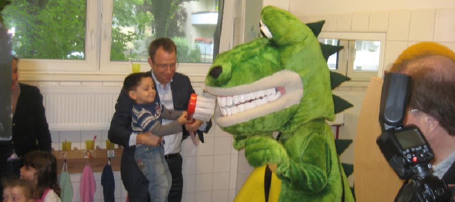 """Anlässlich der Veröffentlichung des neuen Berichts zur """"Mundgesundheit Berliner Kinder und Jugendlicher im Schuljahr 2010/2011"""" habe ich die KiTa-Löwenzahn besucht."""