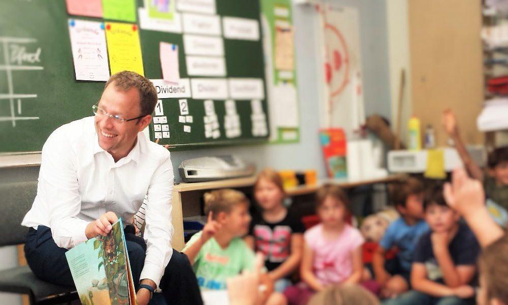 Einer guten Tradition folgend, besuchte ich heute zum Abschluss des Schuljahres zwei Grundschulen, die Friedrich-Schiller-Grundschule und die Kiekemal-Grundschule in Mahlsdorf, um unseren jüngsten Schulkindern etwas vorzulesen.
