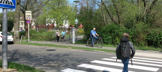 Neuer Fußgängerüberweg Mädewalder Weg in Kaulsdorf