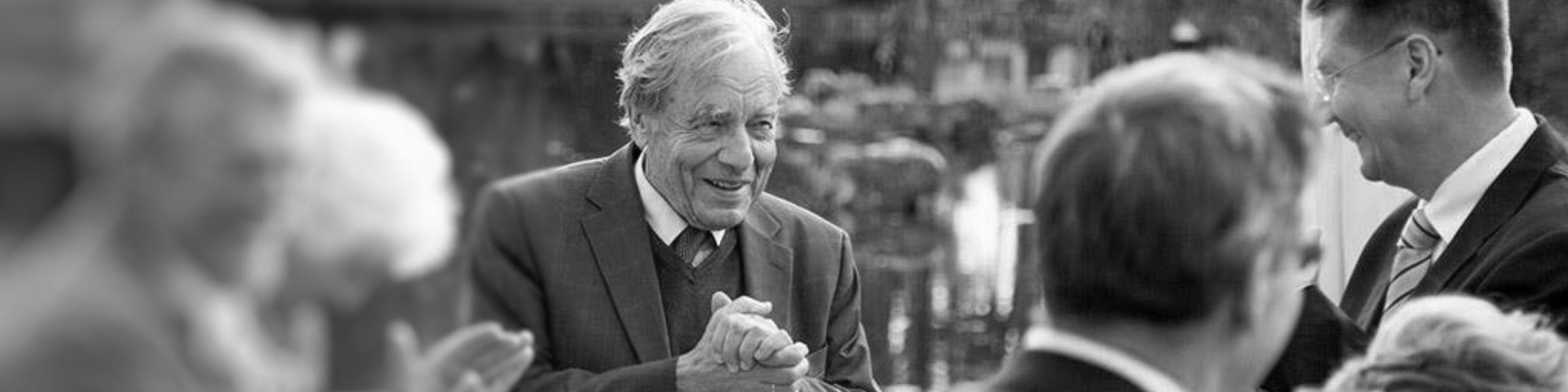 Gestern Abend erreichte uns die traurige Nachricht, dass unser Ehrenvorsitzender Elmar Pieroth von uns gegangen ist. Er starb im Alter von 83 Jahren nach kurzer schwerer Krankheit. Er hat nicht nur unseren Kreisverband tief geprägt. Er ist mir in den vergangenen Jahrzehnten guter Freund und herausragender Mentor gewesen. Ich bin sehr traurig.