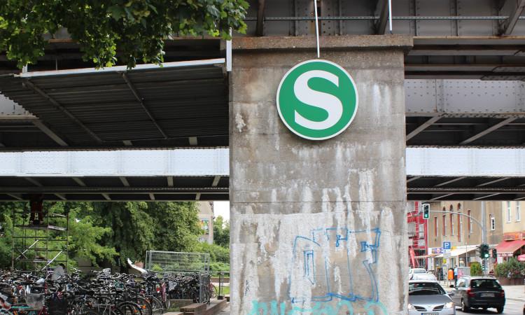 Die U- und S-Bahnhöfe in Marzahn bedürfen dringender Modernisierung. Wenn es nach SPD, Linke und Grünen geht, wird in den nächsten Jahren in Marzahn-Hellersdorf aber nur ein Bahnhof ausgebaut.