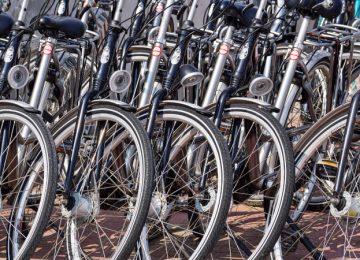 Stellplätze für Fahrräder am Bahnhof Mahlsdorf