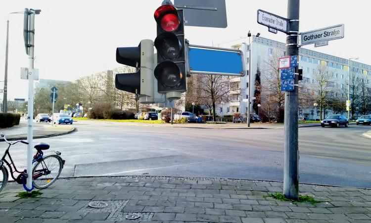 Anfang des Jahres 2020 haben wir uns als CDU für eine Verbesserung der Verkehrssicherheit an der Gothaer Straße Ecke Eisenacher Straße eingesetzt. Nun ist ein erster Schritt gelungen.