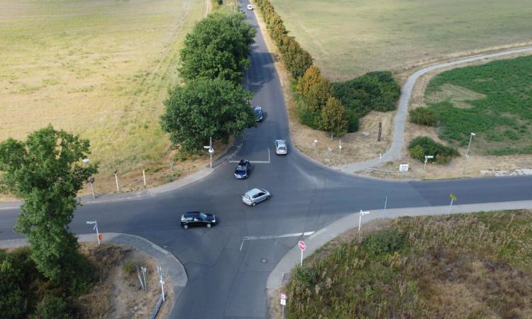 Spätestens mit dem Blick auf den geplanten neuen Grundschulstandort in der Elsenstraße benötigen wir in der Elsenstraße und Am Niederfeld sichere Verkehrswege für alle Verkehrsteilnehmer.