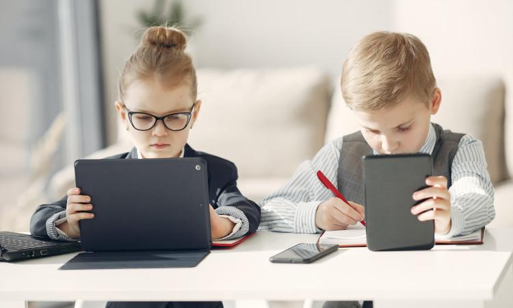 Bis Ende letzten Jahres hat der Senat den Kauf von 51.104 mobilen Endgeräten für Schüler in die Wege geleitet. Angekommen bei den Schülern ist bisher allerdings nicht einmal die Hälfte.